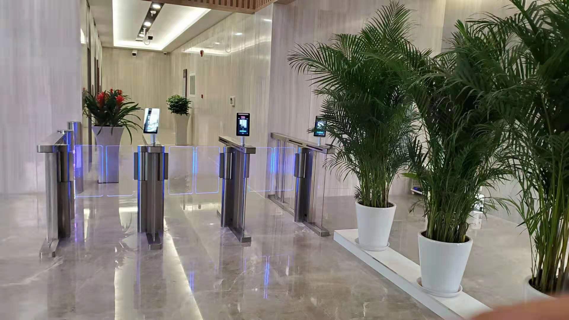 助力上海市仁济医院,创腾测温款人脸识别速通门