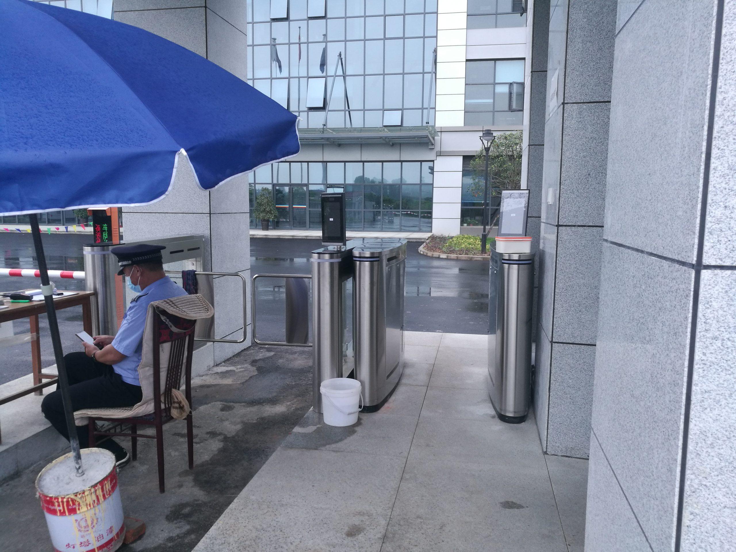 北京某高档小区入口——翼闸+摆闸